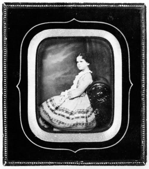 портрет девочки, фотограф Венингер - фотоискусство в 19 веке в России - фотография в царской России